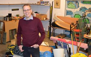 Christian Olhans på Borlänge Energi är stolt över att man på Fågelmyra avfallsanläggning samlar in mycket till verksamheten Ta Till vara som sedan säljs.