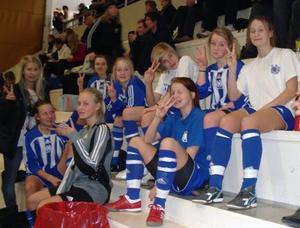 En tidig bild från Avesta AIK:s damfotbollssatsning 2010.  Laget gick till final i futsal-DM under sitt första A-lagsår, men fick ge sig mot Slätta SK (2–3). Foto: Privat