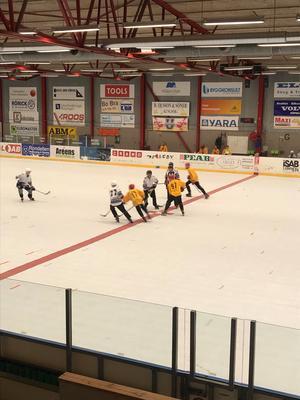 Nedsläpp för en av 7 matcher i Köpings Ishall.