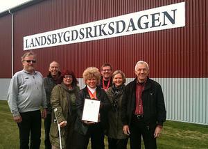 Priset delades ut på Landsbygdsriksdagen i Sunne, Värmland. På bilden ses representanter för Hanebo framtid.