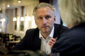 – Är det för att förebygga brott måste man ha en typ av struktur runt kamerorna. Är det för att hjälpa polisen att lösa brott i efterhand är det en annan typ av struktur. Därför blir det jätteviktigt att få polisens synpunkter. Den analysen förväntar jag mig är klar inom någon vecka, säger Jörgen Edsvik, S.