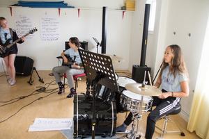 Repetition efter repetition för att låten ska sitta och för att man ska utvecklas och lära sig.