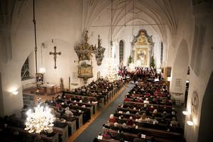 Antalet gudstjänstbesök i Sverige har minskat stadigt under de senaste fem åren.