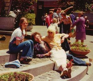 Håkans flickvän Moa till vänster tillsammans med Jorma Kaukonen och Margareta, när de besökte paret i Kalifornien 1976.Foto: Privat