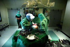 Köerna till operation är just nu inte särskilt långa. Däremot väntar fler än 2 300 på ett mottagningsbesök.