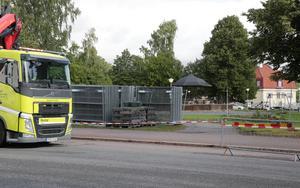 Arbetena med den nya lekparken i Stadsparken har inletts.