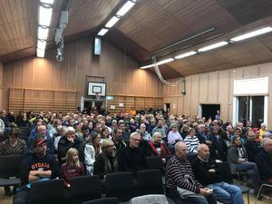 Över 250 personer hade kommit för att dela sina funderingar och få svar på sina frågor.