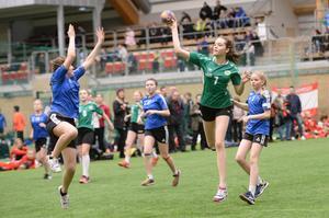 Boden slog ut Nordmaling med 14–3 i 05-tjejernas B-semifinal. Här rinner Ida Hammare igenom och gör ett av målen. I finalen blev det en 8–19-förlust mot Sollefteå.