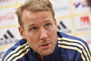 Ola Toivonen under en pressträff med landslaget.