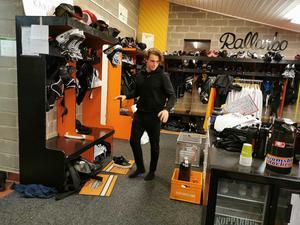 David Deutsch tycker han har bästa platsen i Strömsbros nya omklädningsrum.