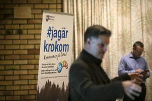 Kommundirektör Jonas Törngren medverkade vid dialogkvällen i Föllinge.