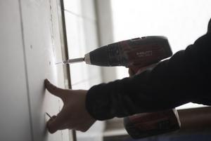 Debattörerna skriver att det är allt vanligare med missbruk av utländsk arbetskraft inom byggbranschen. Foto: Fredrik Sandberg/TT