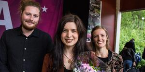 Vilma Flood vinner länsfinalen i musiktävlingen P4 Nästa 2019 i Dalarna. Vid sin sida har hon Pontus Lundin, gitarr, och Elinne Leanderson, fiol.
