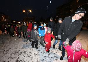 Julen dansa ut på Kumla torg, 13 januari.
