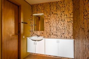 Badrummet går i samma stil. Foto: Länsförsäkringar Fastighetsförmedling