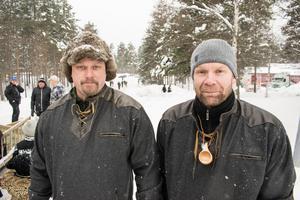 Petter Hedén och Anders Karlsson var förväntasfulla inför draget. Likt de andra kungshästarna hade de klätt sig för att passa in i tidsperioden sarkofagdraget skulle iscensätta.