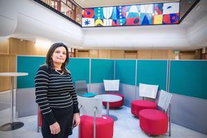 Aziza Ljungh, till vardags lärare på Karlfeldtgymnasiet, tror att många kvinnor från andra kulturer skulle känna sig mer trygga om de fick lära sig simma avskilt.