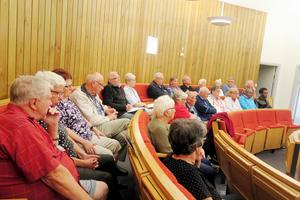 PRO:s medlemmar ställde många frågor till kommunens politiker under torsdagens debatt.