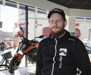 Andreas Nääs, delägare City trafikskola i Sundsvall, skulle helst vilja se ett särskilt mopedbilskörkort.