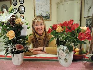 Ulla-Britt Axelsson från Brovallen utanför Avesta har i många år drivit blomsteraffär i och när inte blommorna står i hennes fokus handlar mycket om föreningsliv och motocross. I början av december fyllde hon 75 år.
