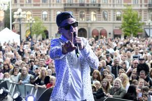 Artisten Liamoo hade roligt på scenen och spexade till det många gånger.