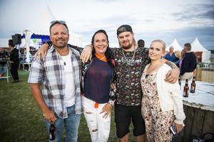 """Fredrik Björk, Lisa Höglund, Anton Holmgren och Theresia Holmgren om varför de kommit: """"För Petter och Miss Li, för folket, maten, ölen, festen""""."""