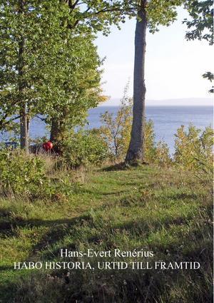 Boken både trycks och säljs på plats i Habo.