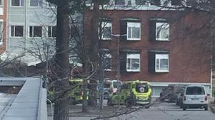 Två män rök ihop på Folktandvården. Personal slog på överfallslarmet vilket gjorde att både polis och ambulans kallades dit.