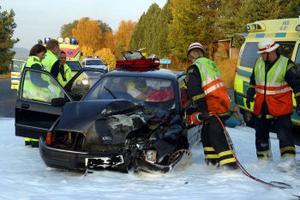 Kollisionen mellan bilen och traktorn blev mycket kraftig vid olyckan. Bromsspåren tyder på att det gick fort vid olyckstillfället.