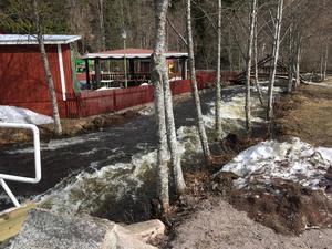 Vårfloden gör nu att leder stängs i Säterdalen.