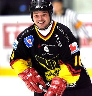 Jörgen Holmberg i VIK-tröjan under en veteranmatch mot AIK.