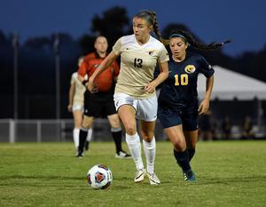 Fanny valde USA för att hon kan kombinera sudier med fotbollsspel. Det passar perfekt, säger hon. Foto: Privat