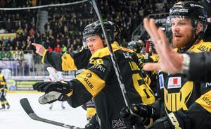 Alexander Lindelöf är en av spelarna som imponerat i inledningen av kvalserien.