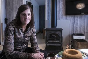 Miranda Frings är uppvuxen i Rotterdam, Nederländerna. Som barn var hon rädd för skogen. Nu kan hon inte tänka sig en annan livsstil.