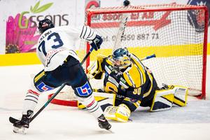 Arkivbild. Bildbyrån. SSK och Karlskoga i ett tidigare hockeyallsvenskt möte.
