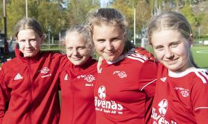 Louise Andersson, Elsa Löfgren, Ester Hansson och Alma Westlund brukar peppa varandra med musik innan varje match.