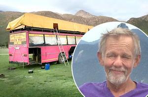 Att köra turister över hela världen i rosa bussar, är drömmen, tycker Leif Fredriksson från Bergshamra.