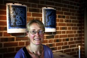 Konstnär. Ingrid Viklund är en av medlemmarna från Falu konstgrafiska verkstad som ställer ut. Foto:Paulina Håkansson