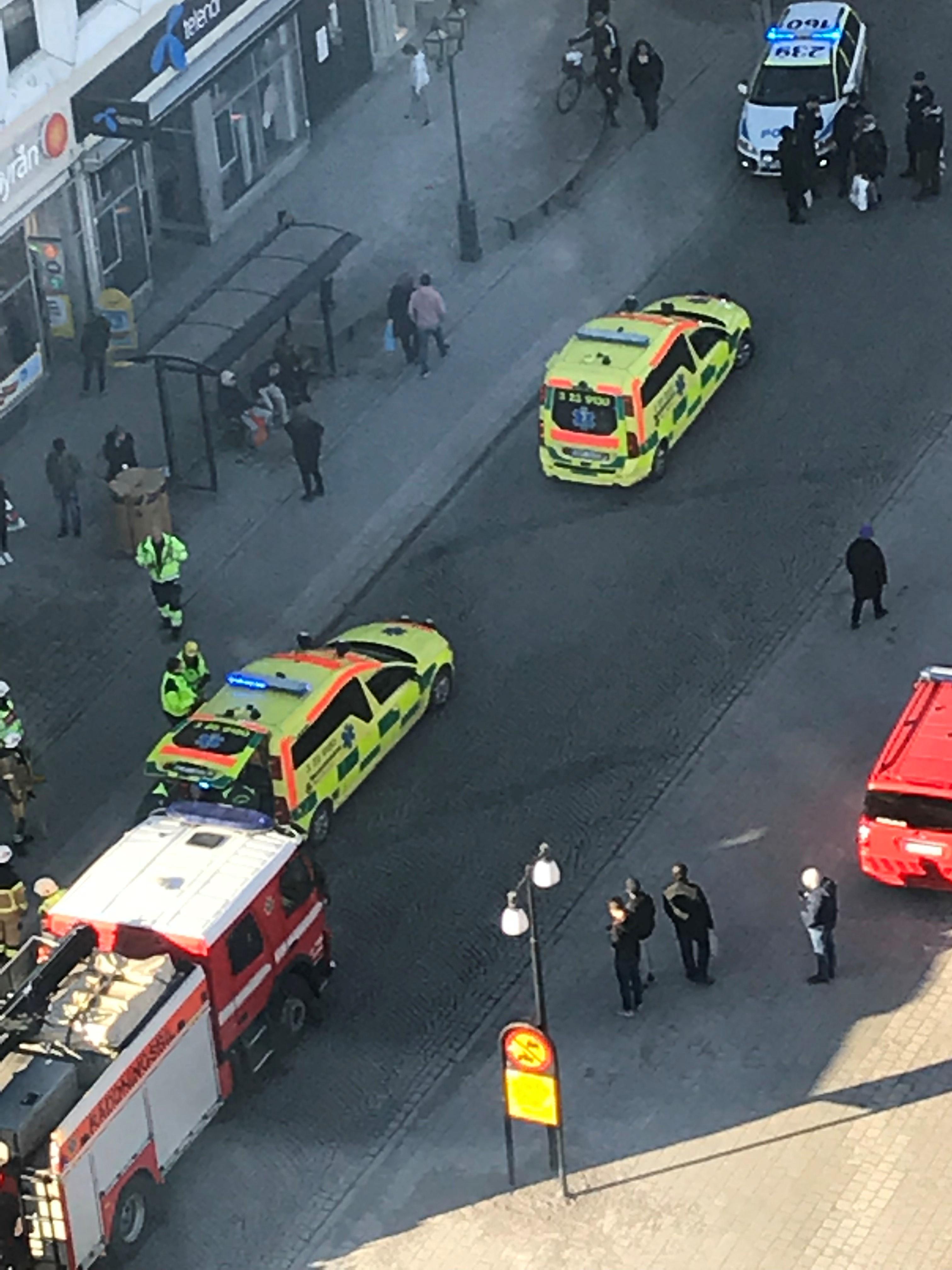 Krock pa e18 en ford till sjukhus