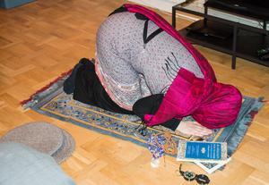 Muslimerna ber oftast i hemmet, eller i någon lugn vrå på arbetet – om man inte går till moskén vill säga.