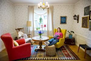Det kombinerade läs- och vardagsrummet är en plats för lugn och ro.