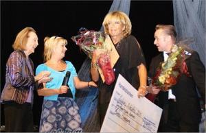 """2010 fick Lill-Babs, och pianisten Torgny """"Kingen"""" Karlsson, hederspris ur Charlie Normans minnesfond, på plats i Ludvika."""
