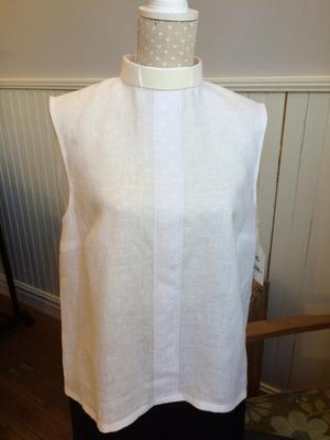 En prästskjorta av en gardin och gammal brodyr.Foto: Privat