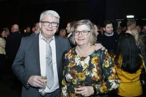 """Gunnar och Eva Englund var peppade på galan. Det var första gången Gunnar Englund var där men Eva Englund har varit med tidigare och representerat Börje Johansson bil. """"Det är jättetrevligt att mingla med andra företagare"""" säger hon."""