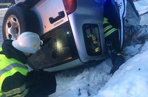 Föraren kunde själv ta sig ut ur fordonet.