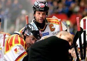 Tommy Sjödin kommer ursprungligen från Sundsvall, och draftades år 1985. Men han är främst känd som trogen Brynäs-spelare genom åren, där han nu är huvudtränare.