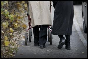 Skribenten tycker det är orättvis att behöva känna att välfärden blir sämre på grund av de äldre.