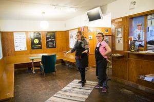 Den gamla väntsalen görs enkelt om till konsertsal när det behövs.