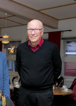 Med sorg ser Karl Åke Lindblad hur Medora skola förfaller. Han har bara positiva minnen från skolan där han gick de fem första skolåren, i slutet av 1940- och början på 1950-talen.