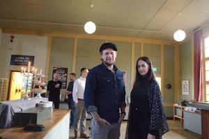 Olof Frejd och Fanny Wedmark talade på Falu kommuns frukostmöte i fredags. Han är fotograf och hon är designer. Ytterplagget som hon bär är ur egen produktion.